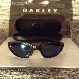 OAKLEY - sunglasses